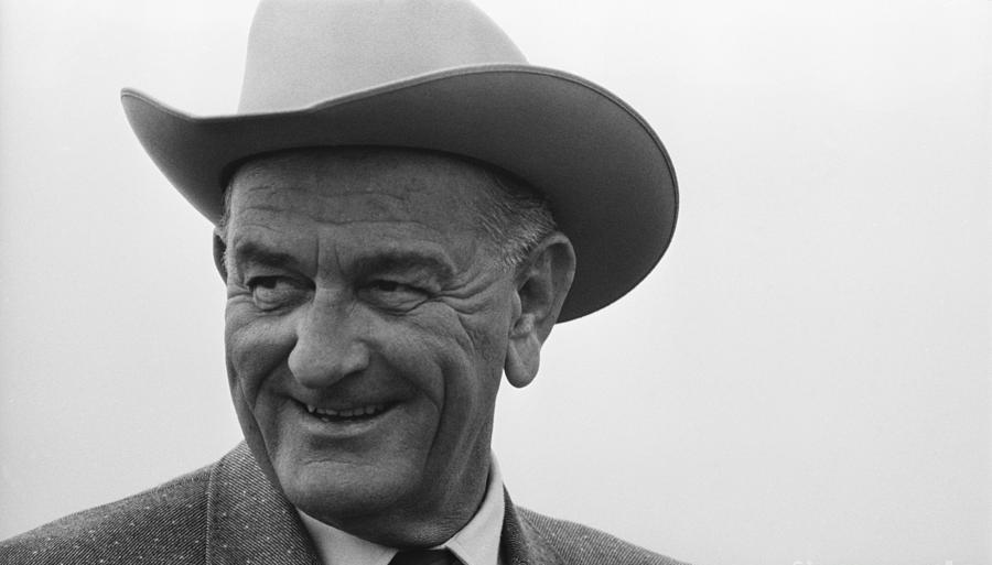Lyndon B. Johnson tidligere amerikansk præsident, der gav startskuddet til debatten om resultatlighed.